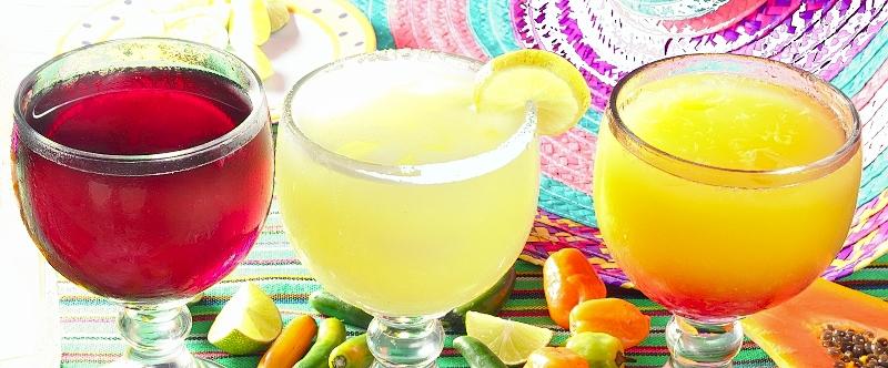 Margarita koktejl má mnoho chuťových variant. Oblíbená je jahodová či broskvová.
