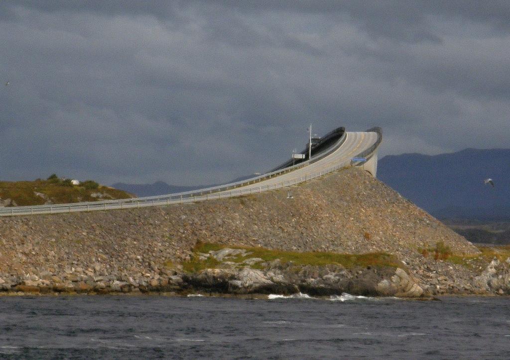 Most vypadá relativně nebezpečně, ale z vrcholu je nádherný výhled.